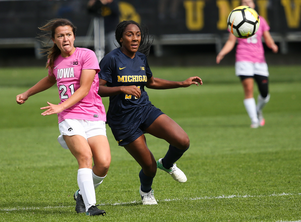 Iowa Hawkeyes forward Emma Tokuyama (21) passes the ball during a game against Michigan at the Iowa Soccer Complex on October 14, 2018. (Tork Mason/hawkeyesports.com)