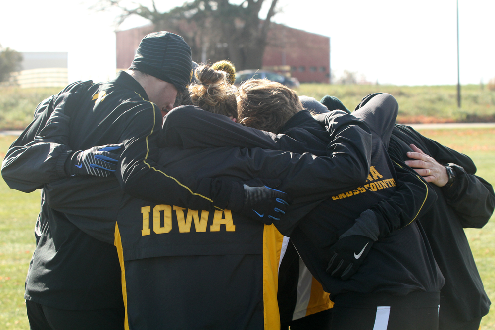 The Iowa men huddle before their race.