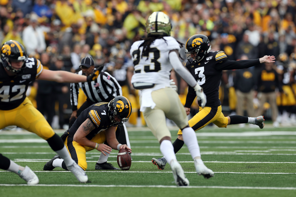 Iowa Hawkeyes place kicker Keith Duncan (3) against the Purdue Boilermakers Saturday, October 19, 2019 at Kinnick Stadium. (Brian Ray/hawkeyesports.com)