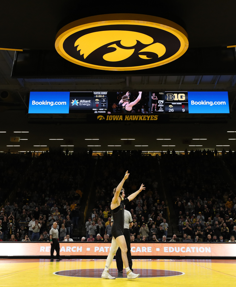 Iowa senior Mitch Bowman celebrates his 3-1 victory at 174 pounds against the Indiana Hoosiers Friday, February 15, 2019 at Carver-Hawkeye Arena. (Brian Ray/hawkeyesports.com)