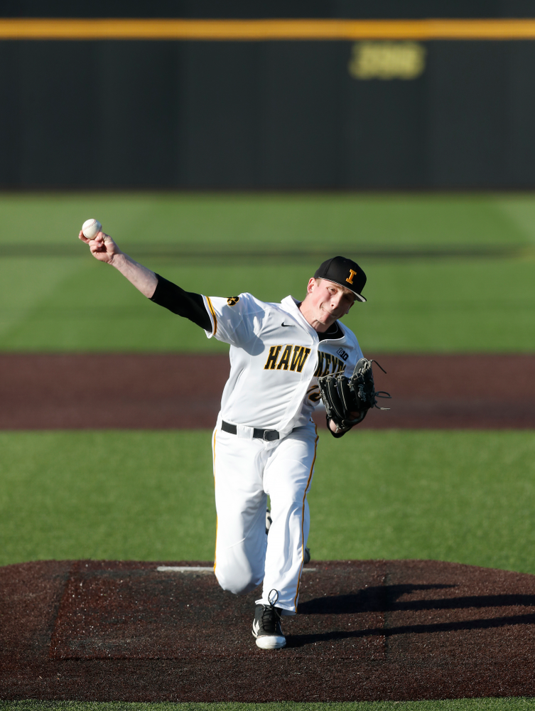 Iowa Hawkeyes pitcher Shane Ritter (18)] against Northern Illinois Tuesday, April 17, 2018 at Duane Banks Field. (Brian Ray/hawkeyesports.com)