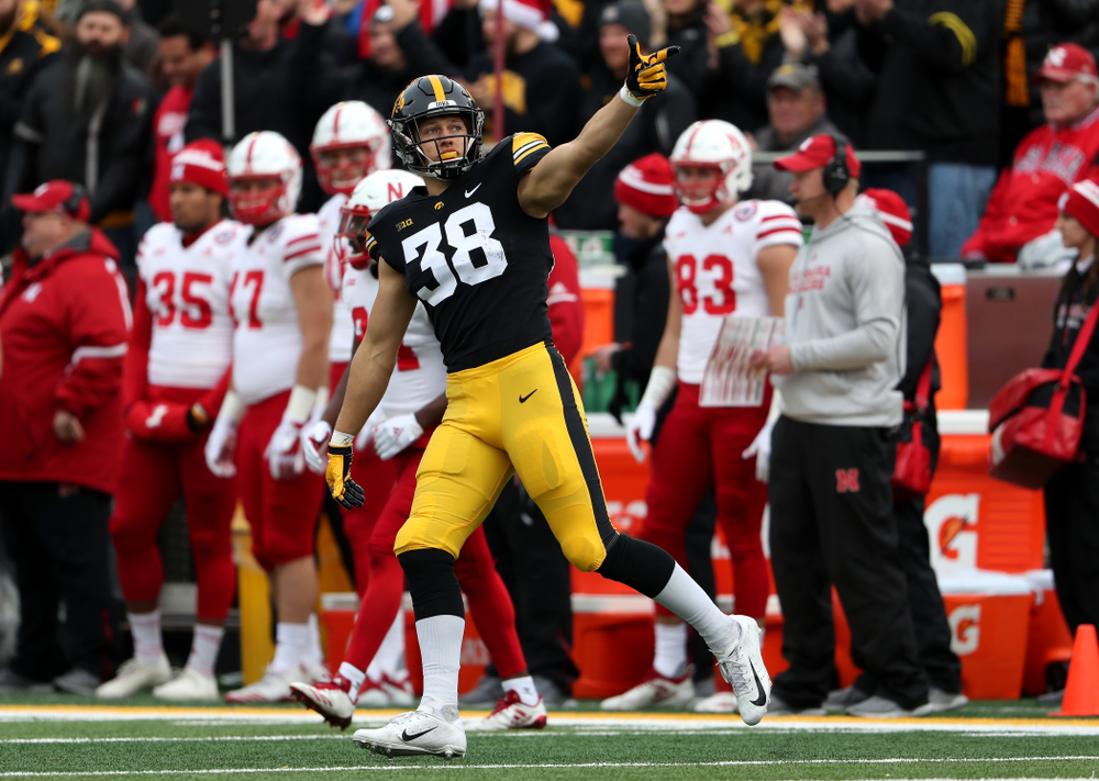 Iowa Hawkeyes tight end T.J. Hockenson (38) during their game against the Nebraska Cornhuskers Friday, November 23, 2018 at Kinnick Stadium. (Brian Ray/hawkeyesports.com)
