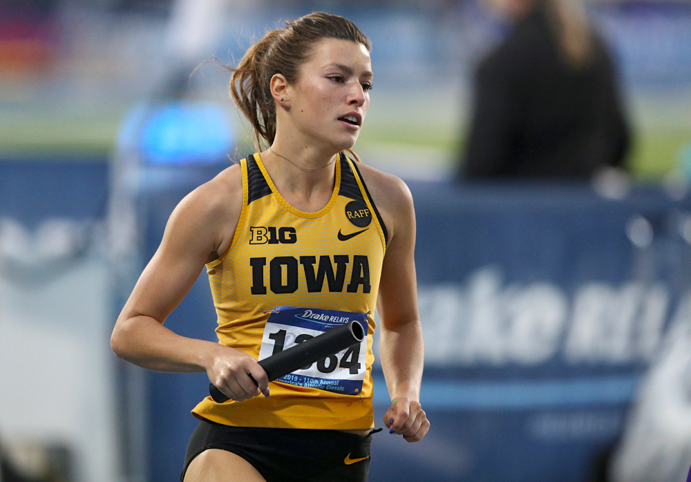 Iowa's Taylor Arco runs the women's 3200 meter relay event during the second day of the Drake Relays at Drake Stadium in Des Moines on Friday, Apr. 26, 2019. (Stephen Mally/hawkeyesports.com)