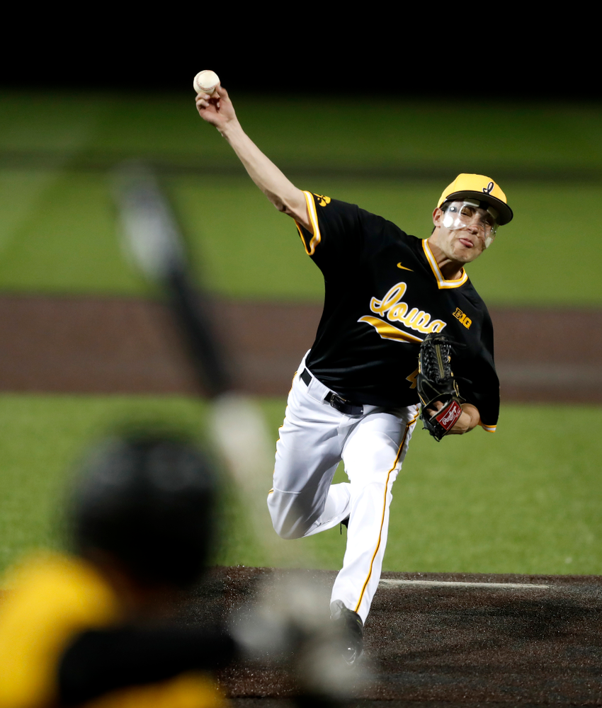 Iowa Hawkeyes pitcher Grant Leonard (43) against Milwaukee Wednesday, April 25, 2018 at Duane Banks Field. (Brian Ray/hawkeyesports.com)