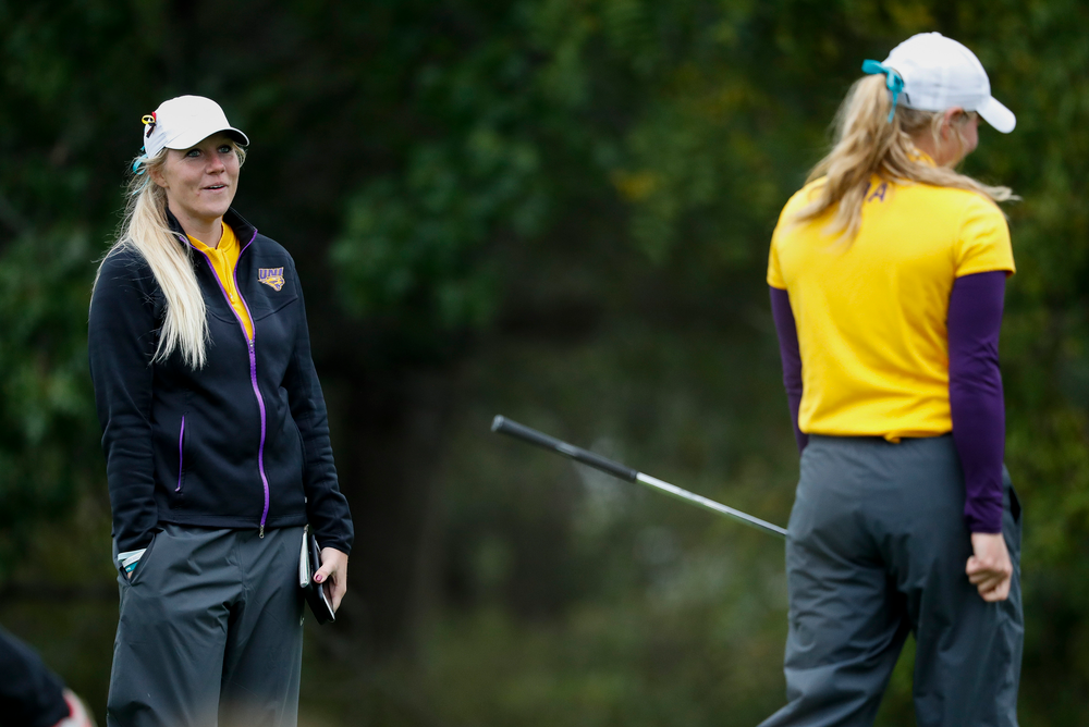 Northern Iowa assistant coach Jessie Sindlinger talks with one of her players during the Diane Thomason Invitational at Finkbine Golf Course on September 29, 2018. (Tork Mason/hawkeyesports.com)