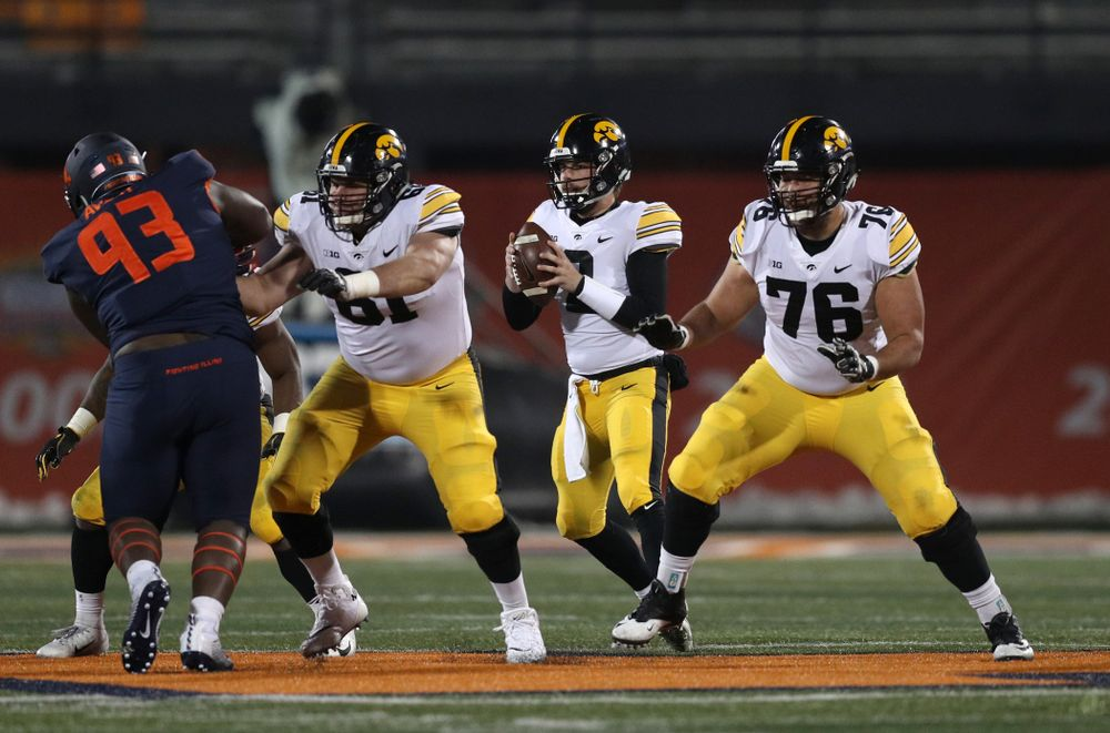 Iowa Hawkeyes quarterback Peyton Mansell (2), offensive lineman Cole Banwart (61), and offensive lineman Dalton Ferguson (76) against the Illinois Fighting Illini Saturday, November 17, 2018 at Memorial Stadium in Champaign, Ill. (Brian Ray/hawkeyesports.com)