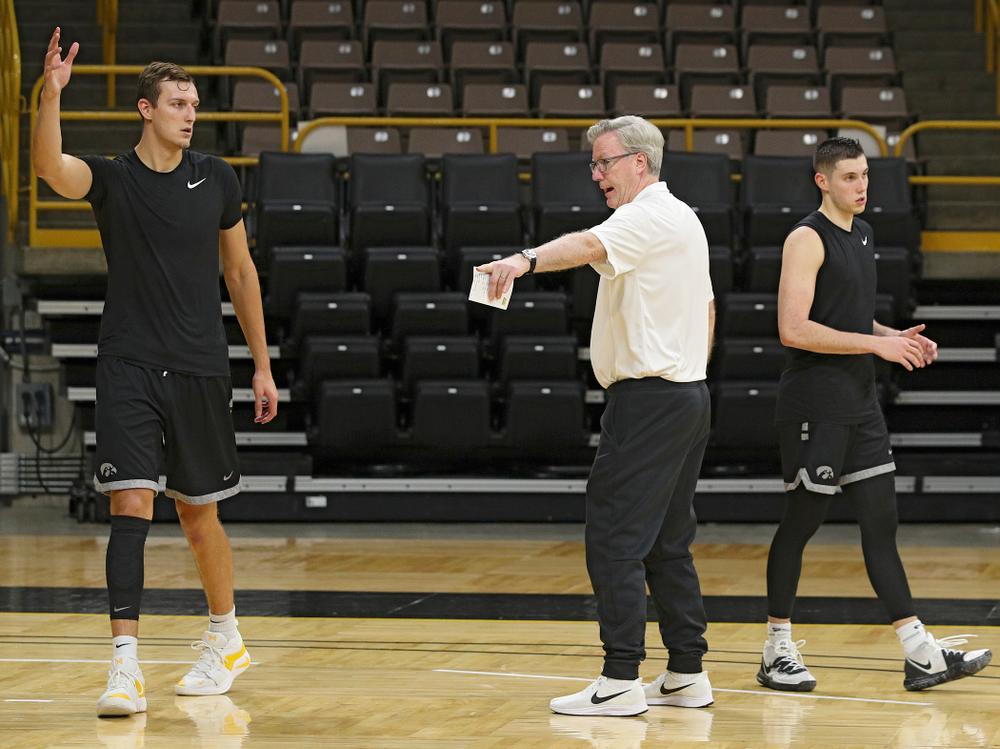 Iowa Hawkeyes head coach Fran McCaffery (center) talks with forward Jack Nunge (2) and guard CJ Fredrick (5) during practice at Carver-Hawkeye Arena in Iowa City on Monday, Sep 30, 2019. (Stephen Mally/hawkeyesports.com)