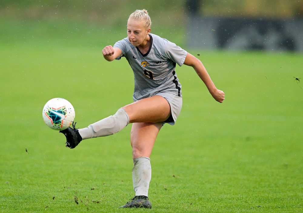 Iowa defender Samantha Cary (9) passes during the second half of their match at the Iowa Soccer Complex in Iowa City on Sunday, Sep 29, 2019. (Stephen Mally/hawkeyesports.com)