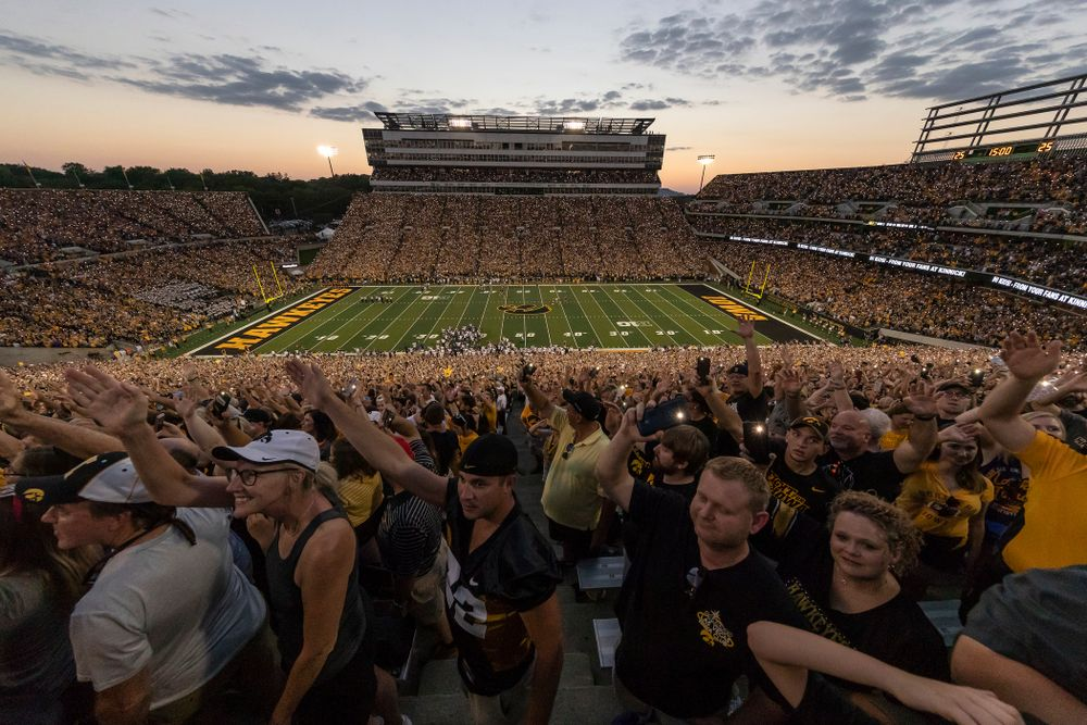 Fans wave to the Stead Family Children's Hospital during the Iowa Hawkeyes game against the Northern Iowa Panthers Saturday, September 15, 2018 at Kinnick Stadium. (Brian Ray/hawkeyesports.com)