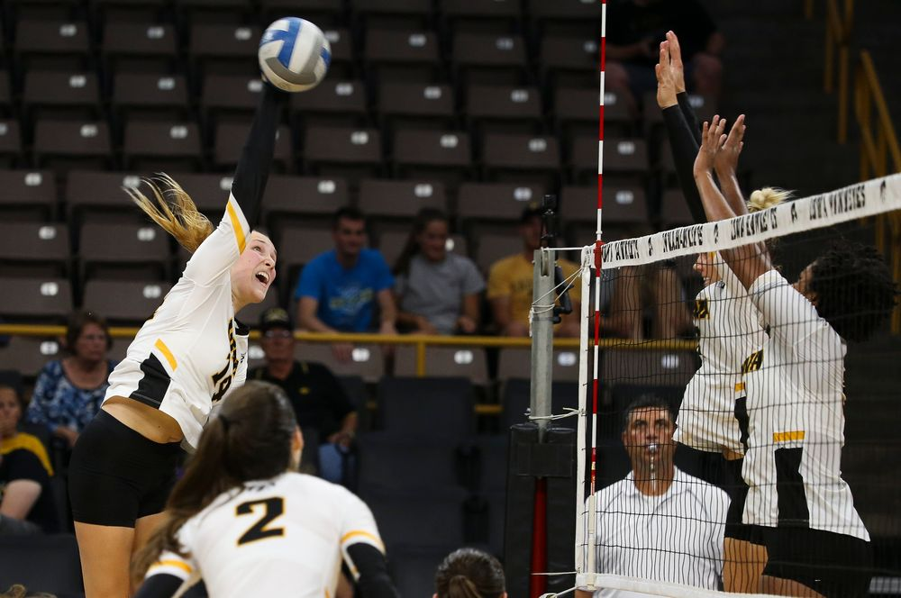 Iowa Hawkeyes outside hitter Cali Hoye (14)