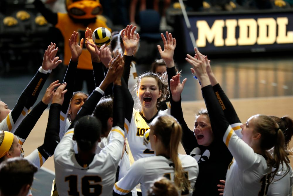 Iowa Hawkeyes setter Courtney Buzzerio (2) against the Michigan Wolverines Sunday, September 23, 2018 at Carver-Hawkeye Arena. (Brian Ray/hawkeyesports.com)