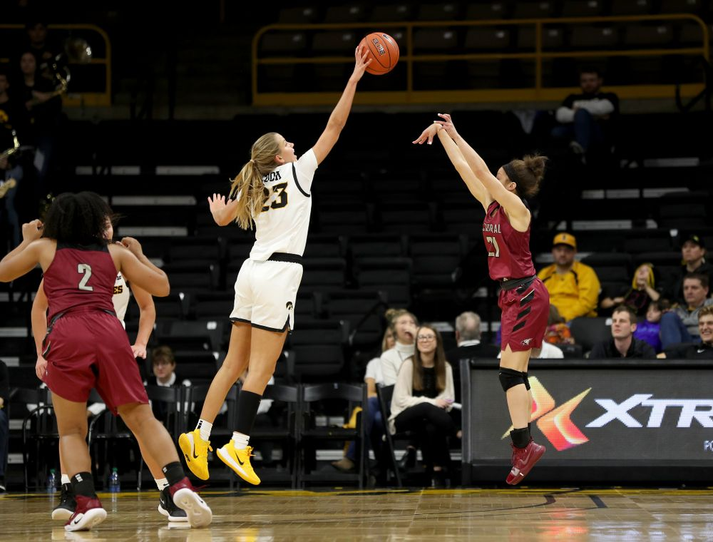 Iowa Hawkeyes Logan Cook (23) blocks a shot against North Carolina Central Saturday, December 14, 2019 at Carver-Hawkeye Arena. (Brian Ray/hawkeyesports.com)
