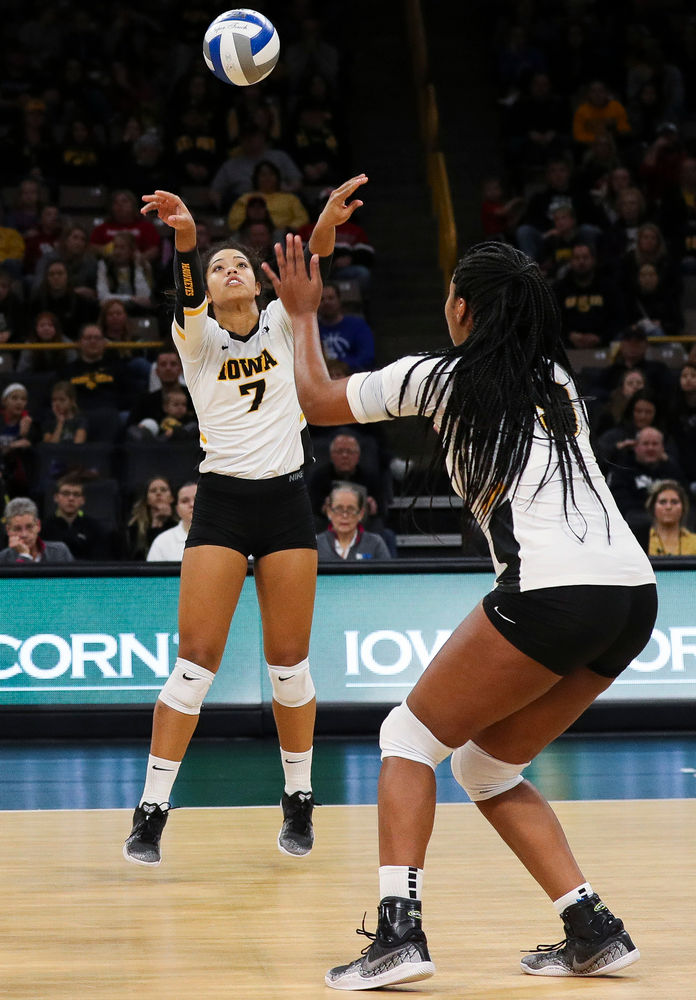 Iowa Hawkeyes setter Brie Orr (7) sets the ball during a match against Maryland at Carver-Hawkeye Arena on November 23, 2018. (Tork Mason/hawkeyesports.com)