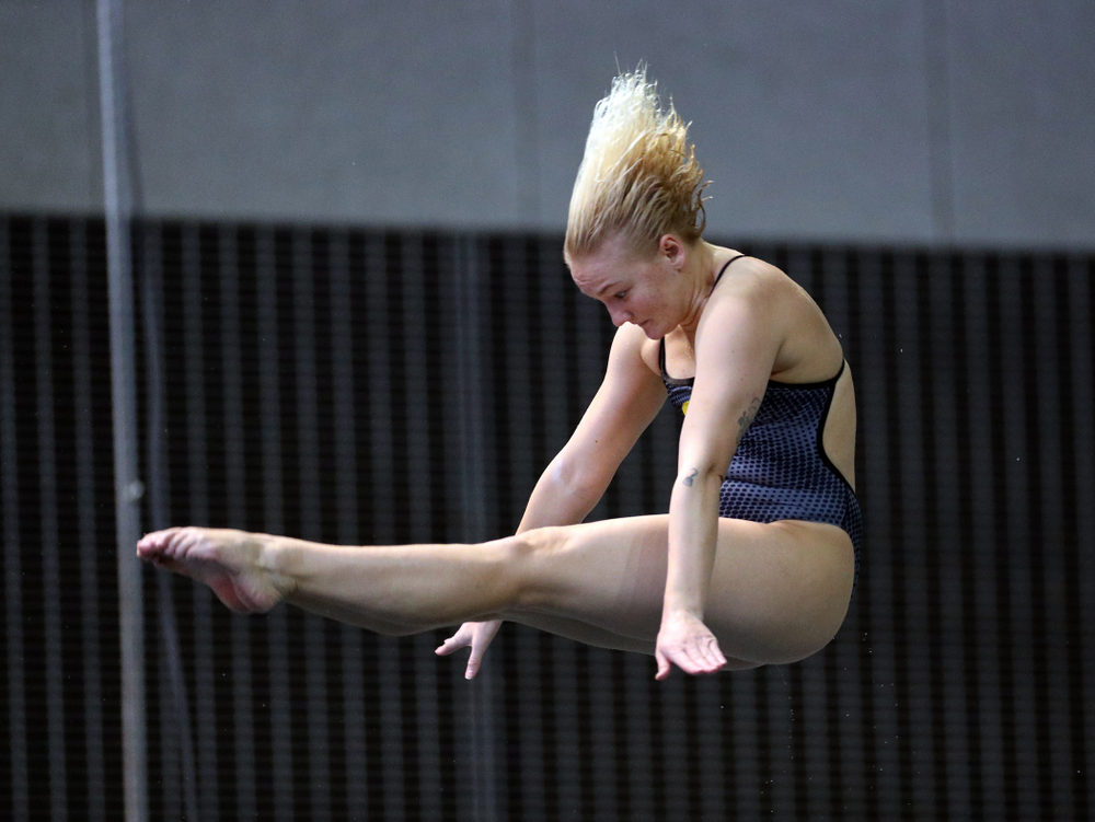 IowaÕs Thelma Strandberg competes on the 3-meter springboard against the Michigan Wolverines Friday, November 1, 2019 at the Campus Recreation and Wellness Center. (Brian Ray/hawkeyesports.com)