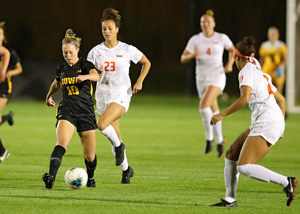 Iowa midfielder/defender Natalie Winters (10) passes the ball during the first half of their match against Illinois at the Iowa Soccer Complex in Iowa City on Thursday, Sep 26, 2019. (Stephen Mally/hawkeyesports.com)