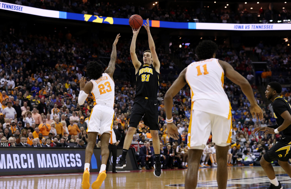 Iowa Hawkeyes forward Nicholas Baer (51) against the Tennessee Volunteers in the second round of the 2019 NCAA Men's Basketball Tournament Sunday, March 24, 2019 at Nationwide Arena in Columbus, Ohio. (Brian Ray/hawkeyesports.com)