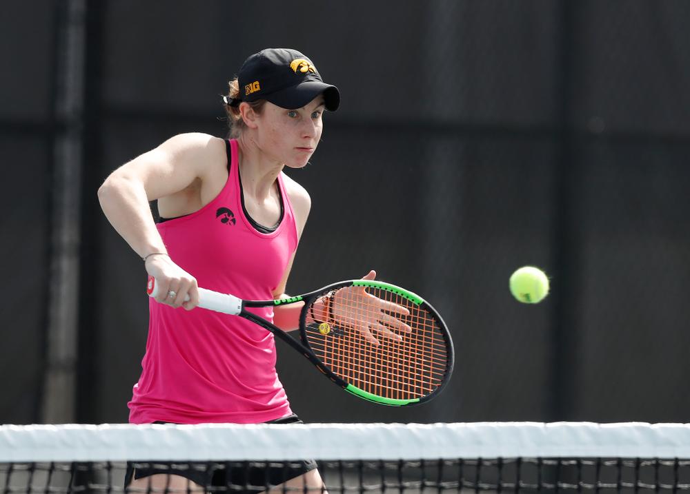 Elise Van Heuvelen against Minnesota Friday, April 20, 2018 at the Hawkeye Tennis and Recreation Center. (Brian Ray/hawkeyesports.com)