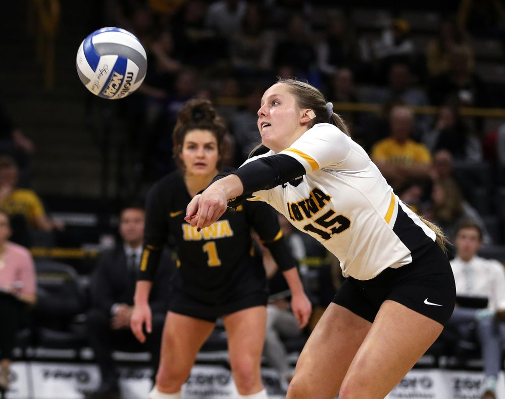Iowa Hawkeyes defensive specialist Maddie Slagle (15) against the Ohio State Buckeyes Saturday, November 24, 2018 at Carver-Hawkeye Arena. (Brian Ray/hawkeyesports.com)