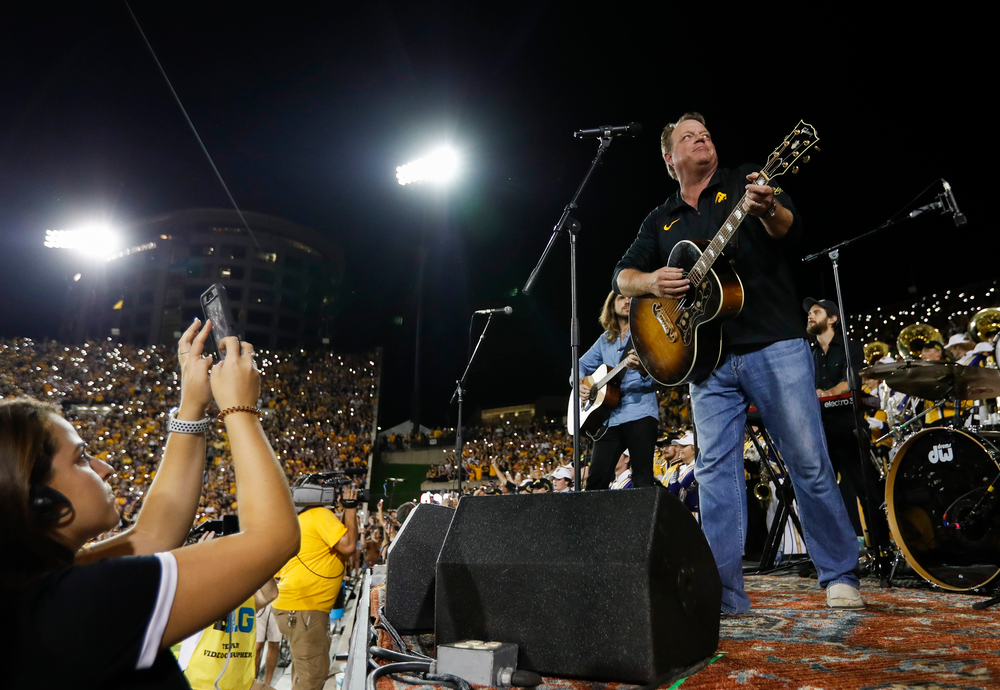 "Singer Pat Green performs ""Wave on Wave"" at halftime during a game against Northern Iowa at Kinnick Stadium on September 15, 2018. (Tork Mason/hawkeyesports.com)"