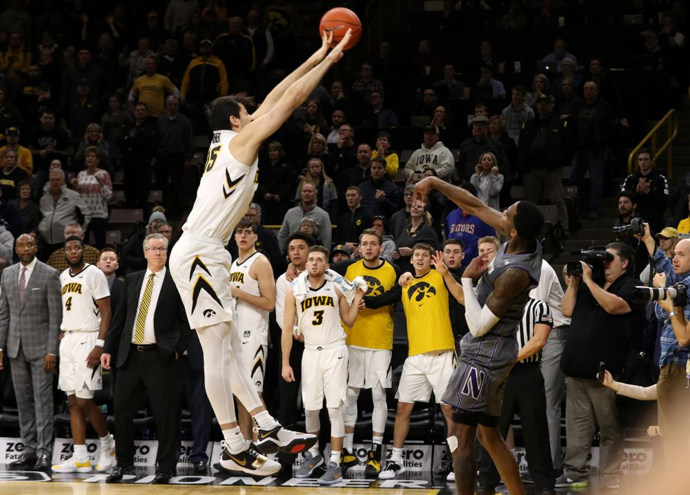 Iowa Hawkeyes forward Ryan Kriener (15) tips the inbounds pass on the last play of the Iowa Hawkeyes game against the Northwestern Wildcats Sunday, February 10, 2019 at Carver-Hawkeye Arena. (Brian Ray/hawkeyesports.com)