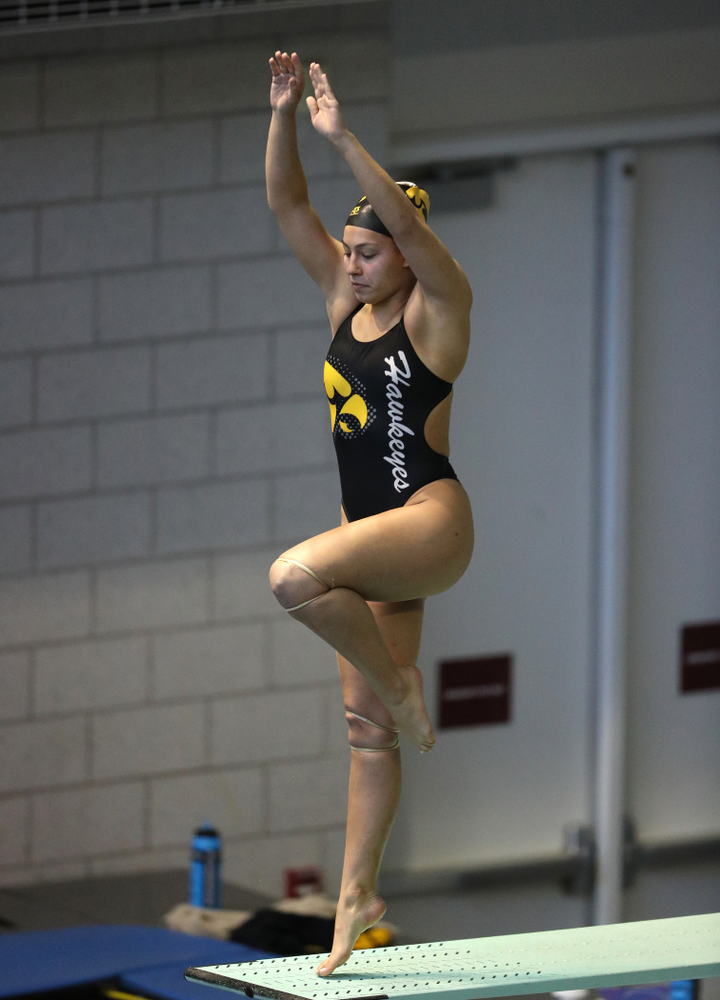 Iowa's Jolynn Harris competes on the 3 meter springboard during a double dual against Wisconsin and Northwestern Saturday, January 19, 2019 at the Campus Recreation and Wellness Center. (Brian Ray/hawkeyesports.com)