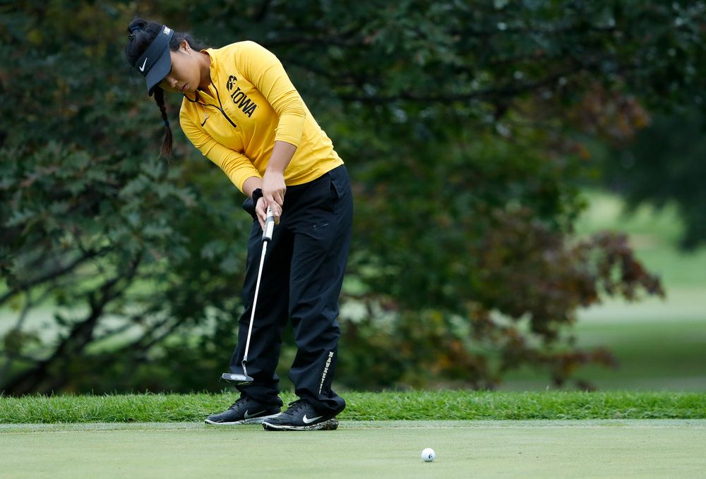 Iowa's Rachel Fujitani putts during the Diane Thomason Invitational at Finkbine Golf Course on September 29, 2018. (Tork Mason/hawkeyesports.com)