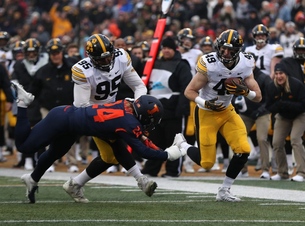 Iowa Hawkeyes linebacker Nick Niemann (49) returns a blocked punt against the Illinois Fighting Illini Saturday, November 17, 2018 at Memorial Stadium in Champaign, Ill. (Brian Ray/hawkeyesports.com)
