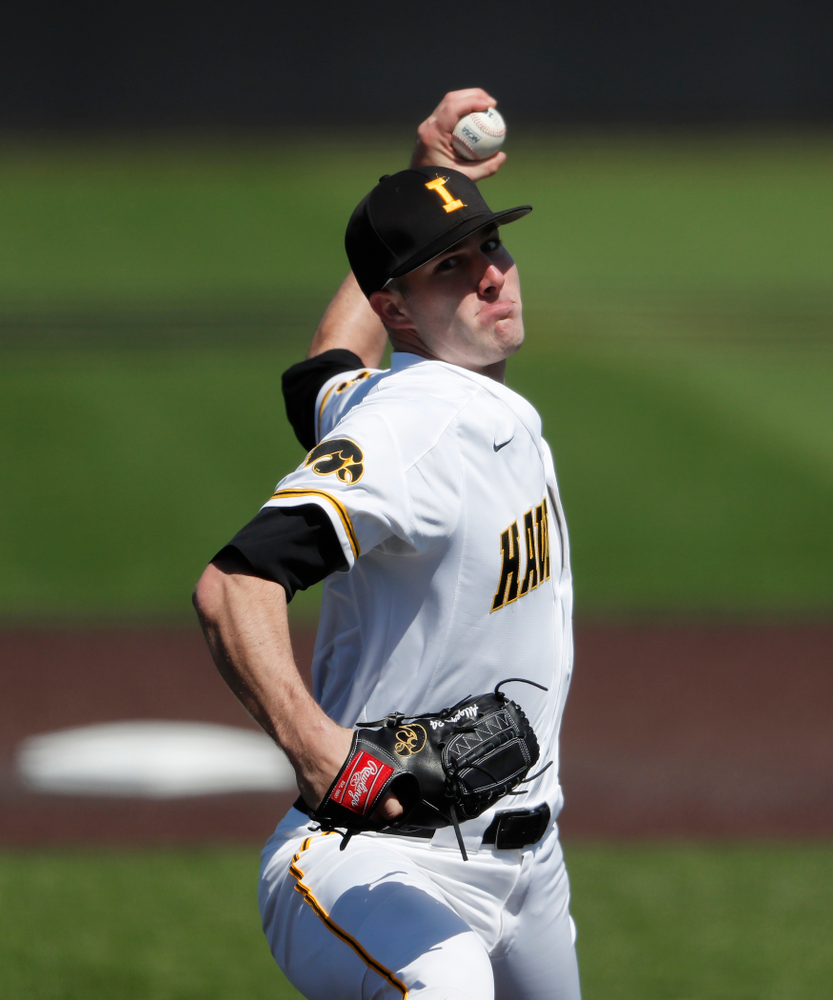 Iowa Hawkeyes pitcher Nick Allgeyer (24) against the Ohio State Buckeyes Saturday, April 7, 2018 at Duane Banks Field. (Brian Ray/hawkeyesports.com)