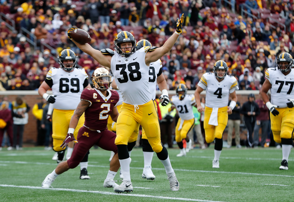 Iowa Hawkeyes tight end T.J. Hockenson (38) against the Minnesota Golden Gophers Saturday, October 6, 2018 at TCF Bank Stadium. (Brian Ray/hawkeyesports.com)