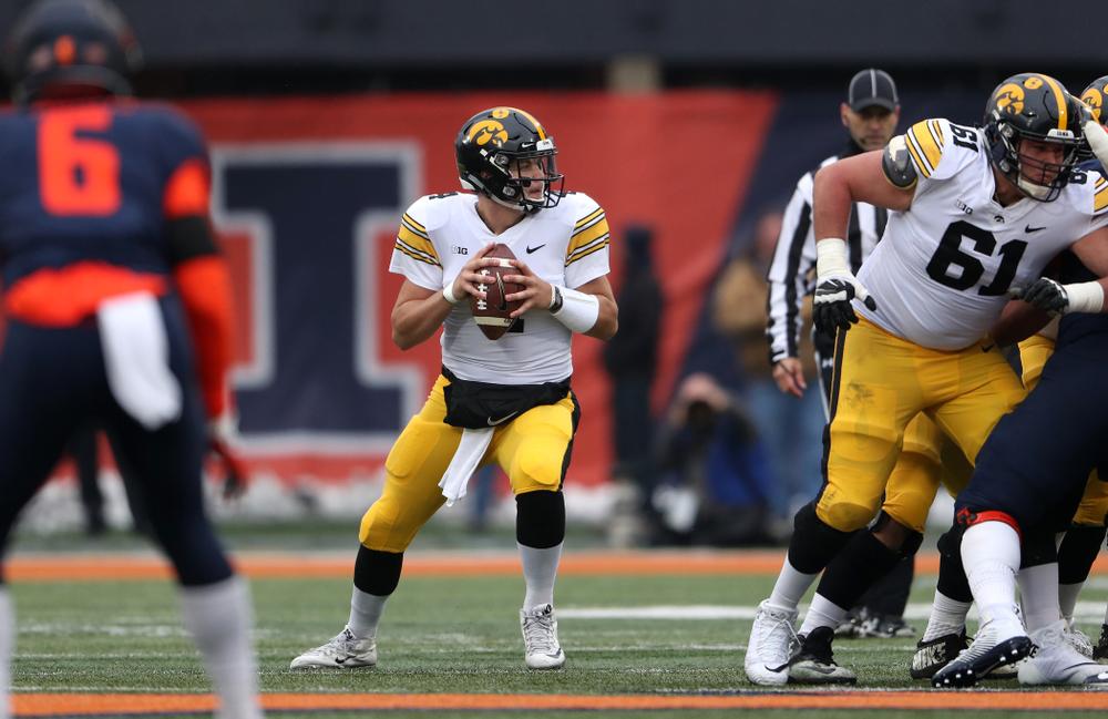 Iowa Hawkeyes quarterback Nate Stanley (4) against the Illinois Fighting Illini Saturday, November 17, 2018 at Memorial Stadium in Champaign, Ill. (Brian Ray/hawkeyesports.com)