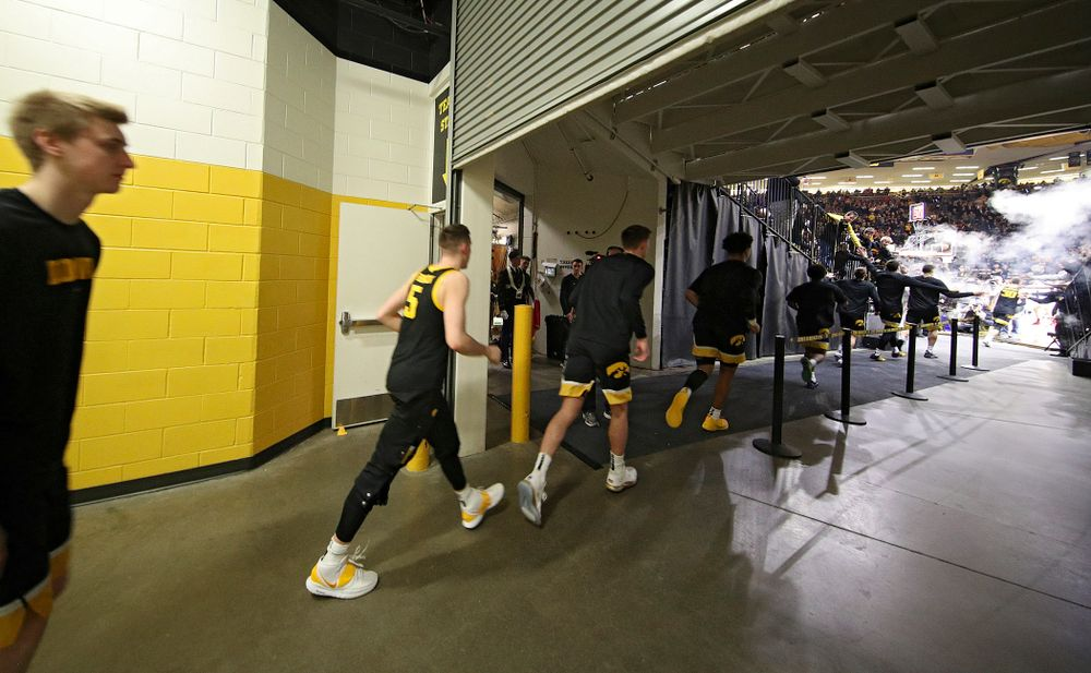 The Hawkeyes take the court before their game at Carver-Hawkeye Arena in Iowa City on Monday, January 27, 2020. (Stephen Mally/hawkeyesports.com)