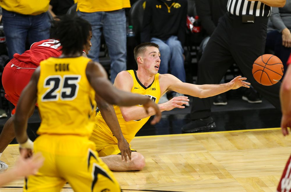 Iowa Hawkeyes guard Joe Wieskamp (10) passes the ball against Wisconsin on November 30, 2018 at Carver-Hawkeye Arena. (Tork Mason/hawkeyesports.com)