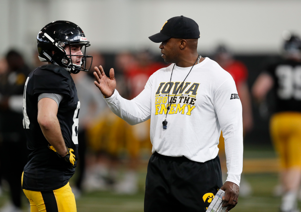 Iowa Hawkeyes wide receiver Matt VandeBerg (89) and wide receivers coach Kelton Copeland during spring practice Wednesday, March 28, 2018 at the Hansen Football Performance Center.  (Brian Ray/hawkeyesports.com)