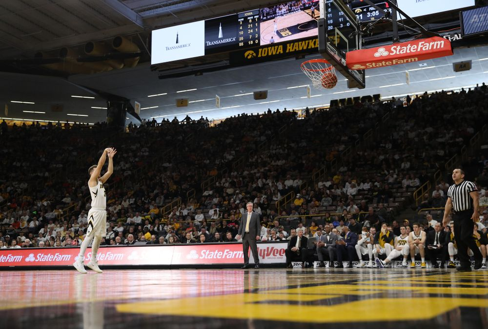 Iowa Hawkeyes guard Jordan Bohannon (3) shoots a free throw after a flagrant one foul against the Illinois Fighting Illini Sunday, January 20, 2019 at Carver-Hawkeye Arena. (Brian Ray/hawkeyesports.com)