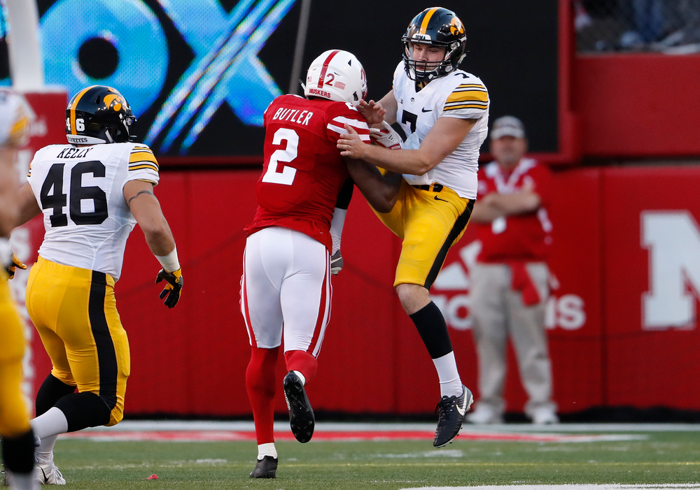 Iowa Hawkeyes punter Colten Rastetter (7)