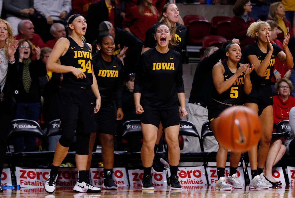 Iowa Hawkeyes forward/center Paula Valino Ramos (31)