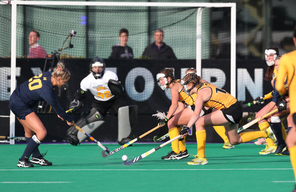 Iowa Hawkeyes Lokke Stribos (14) defends a penalty corner against the Michigan Wolverines in the semi-finals of the Big Ten Tournament Friday, November 2, 2018 at Lakeside Field on the campus of Northwestern University in Evanston, Ill. (Brian Ray/hawkeyesports.com)
