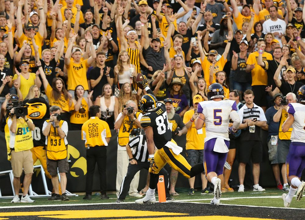 Iowa Hawkeyes tight end Noah Fant (87) scores a touchdown during a game against Northern Iowa at Kinnick Stadium on September 15, 2018. (Tork Mason/hawkeyesports.com)