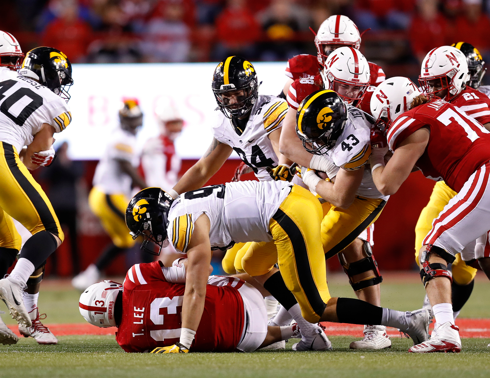 Iowa Hawkeyes linebacker Josey Jewell (43)