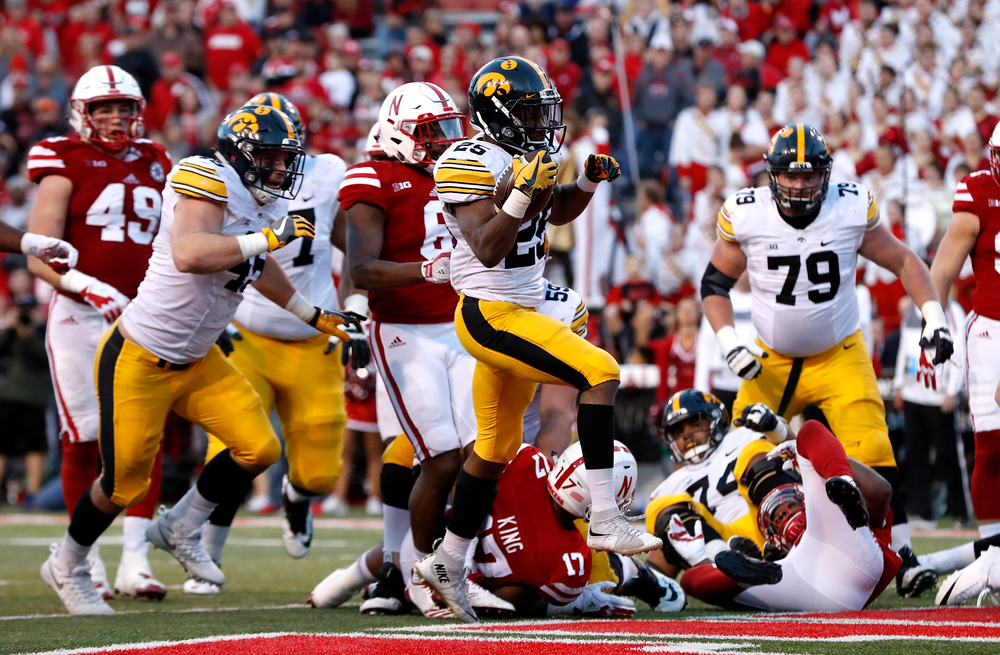 Iowa Hawkeyes running back Akrum Wadley (25)