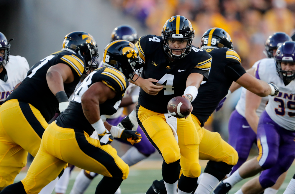 Iowa Hawkeyes quarterback Nate Stanley (4) against the Northern Iowa Panthers Saturday, September 15, 2018 at Kinnick Stadium. (Brian Ray/hawkeyesports.com)