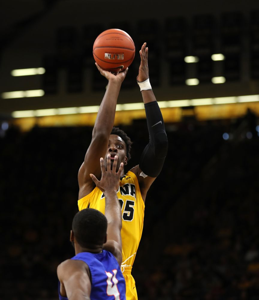 Iowa Hawkeyes forward Tyler Cook (25) against the Savannah State Tigers Saturday, December 22, 2018 at Carver-Hawkeye Arena. (Brian Ray/hawkeyesports.com)