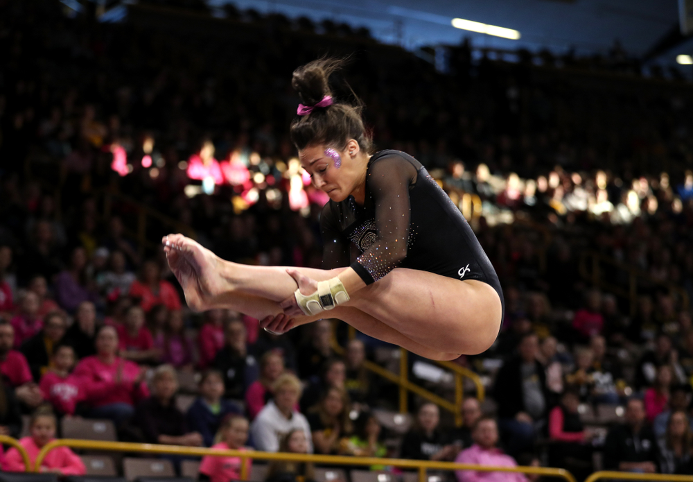 Iowa's Jax Kranitz competes on the vault against the Minnesota Golden Gophers Saturday, January 19, 2019 at Carver-Hawkeye Arena. (Brian Ray/hawkeyesports.com)