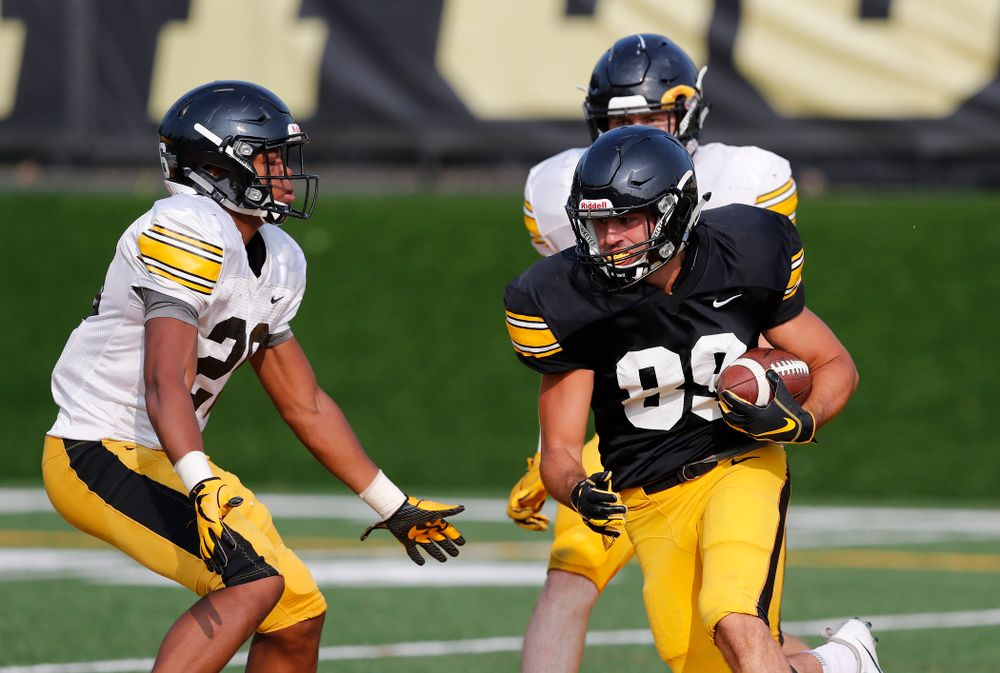 Iowa Hawkeyes wide receiver Nico Ragaini (89) during camp practice No. 16 Tuesday, August 21, 2018 at the Hansen Football Performance Center. (Brian Ray/hawkeyesports.com)