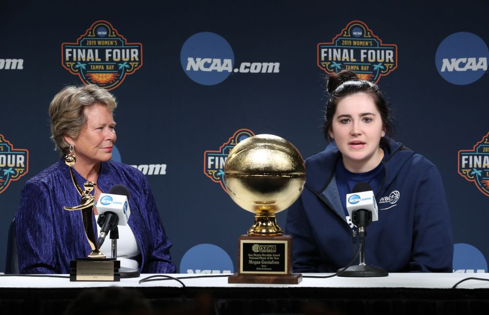 Iowa Hawkeyes forward Megan Gustafson (10) receives US Basketball Writers Association Ann Meyers Drysdale Player of the Year award from Ann Meyers Drysdale during a news conference Friday, April 5, 2019 at Amalie Arena in Tampa, FL. (Brian Ray/hawkeyesports.com)