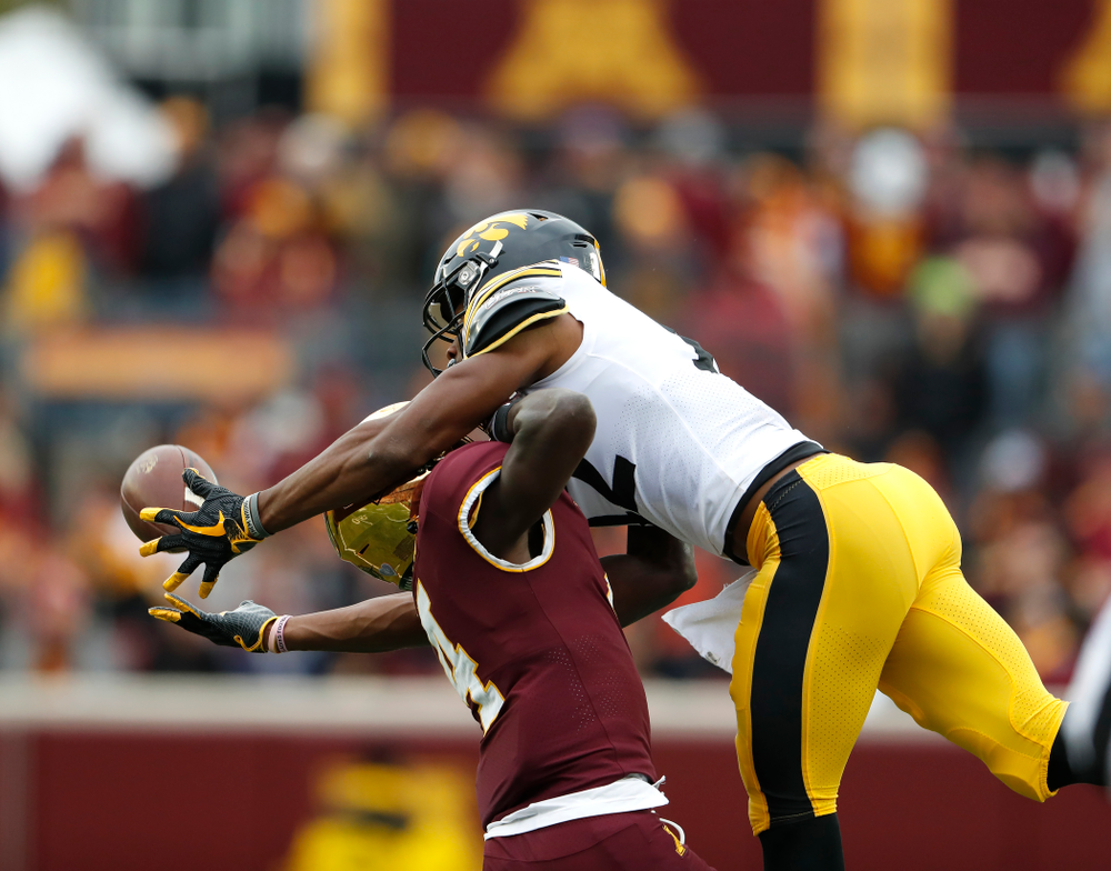 Iowa Hawkeyes wide receiver Brandon Smith (12) makes a catch against the Minnesota Golden Gophers Saturday, October 6, 2018 at TCF Bank Stadium. (Brian Ray/hawkeyesports.com)