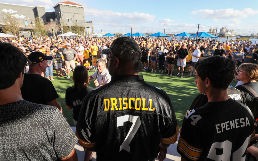 Epenesa Epenesa pays tribute to fallen Hawkeye Football teammate Ryan Driscoll as he is introduced during the Hawkeye Huddle Monday, December 31, 2018 at Sparkman Wharf in Tampa, FL. (Brian Ray/hawkeyesports.com)