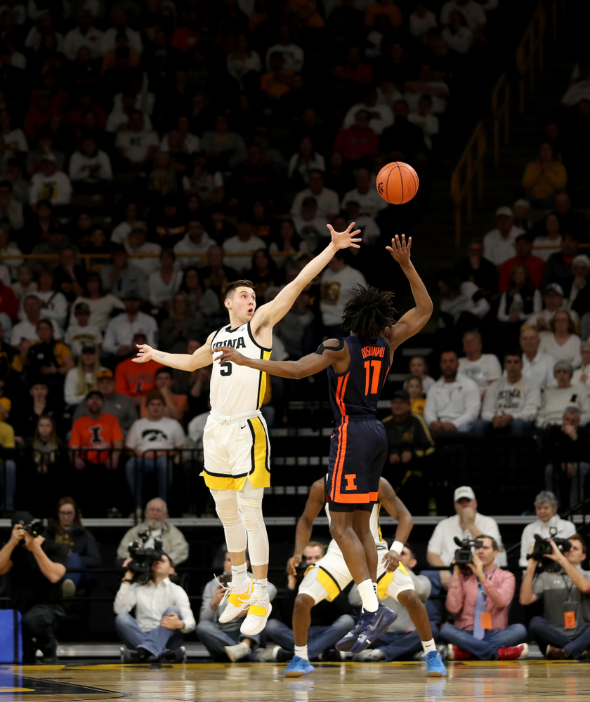 Iowa Hawkeyes guard CJ Fredrick (5) against the Illinois Fighting Illini Sunday, February 2, 2020 at Carver-Hawkeye Arena. (Brian Ray/hawkeyesports.com)