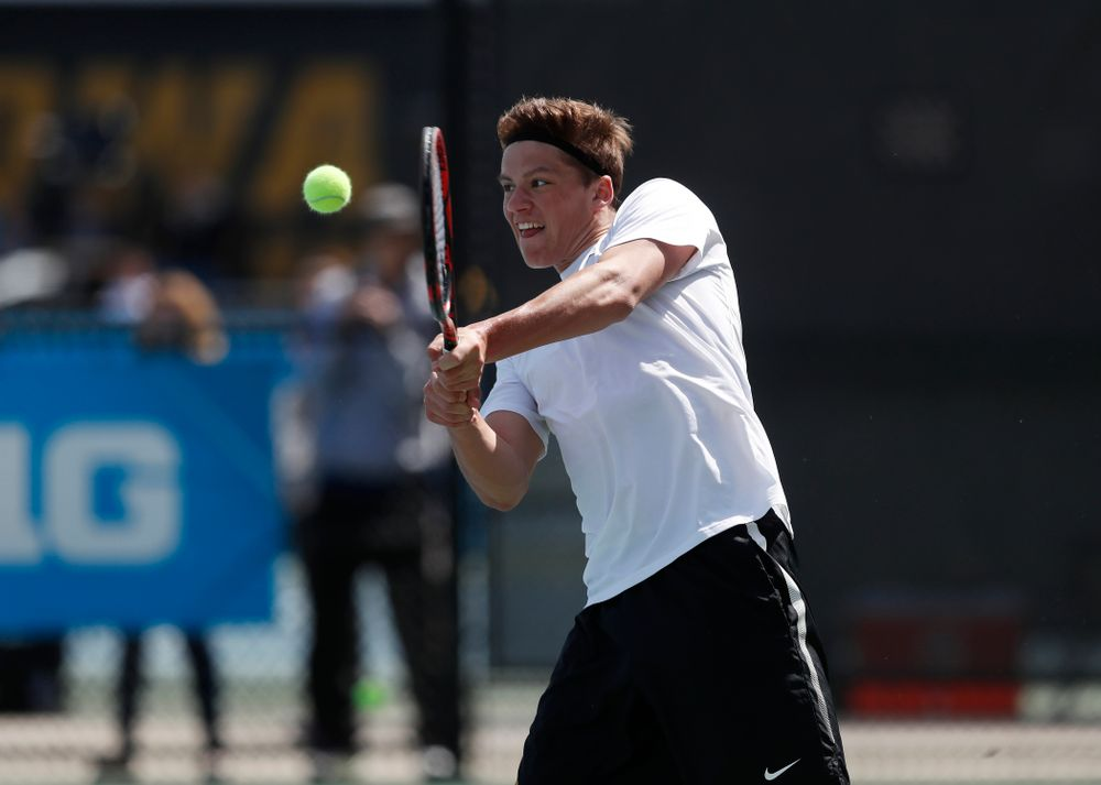 Joe Tyler against Northwestern in the first round of the 2018 Big Ten Men's Tennis Tournament Thursday, April 26, 2018 at the Hawkeye Tennis and Recreation Complex. (Brian Ray/hawkeyesports.com)