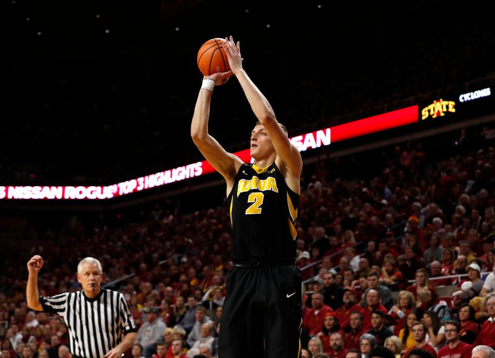 Iowa Hawkeyes forward Jack Nunge (2)